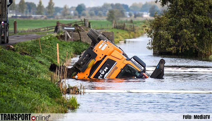 Vrachtwagen te water in Zevenhoven [+foto]