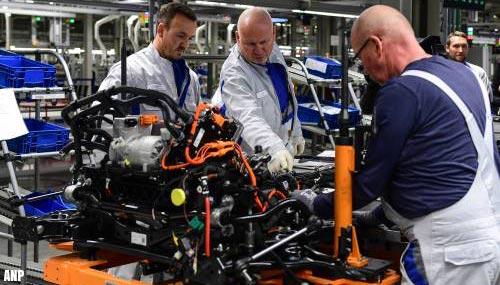 Automakers schrappen samen tienduizenden banen