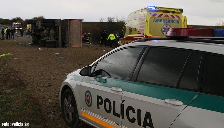 Zeker 13 doden bij ongeluk tussen bus en vrachtwagen in Slowakije [+video]