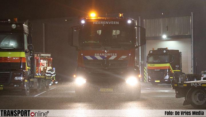 Brandende vrachtwagen zet bedrijfspand PAX vol rook in Heerenveen [+foto's]