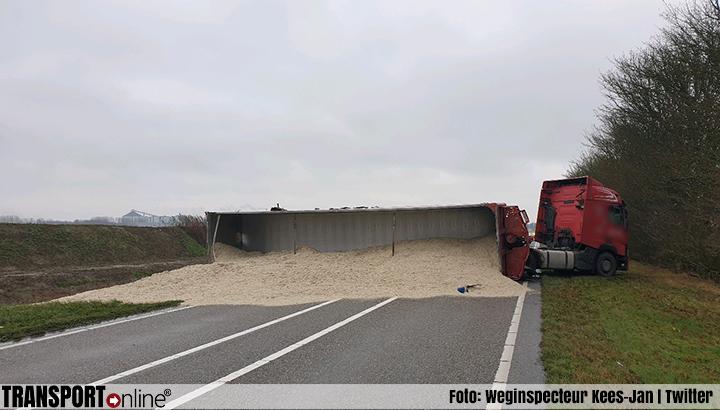Vrachtwagen gekanteld op de N268 [+foto]