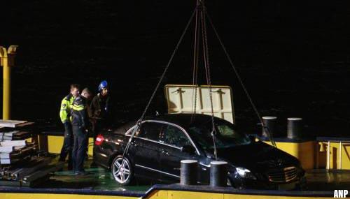 Lichaam vrouw gevonden in uit Maas getakelde auto