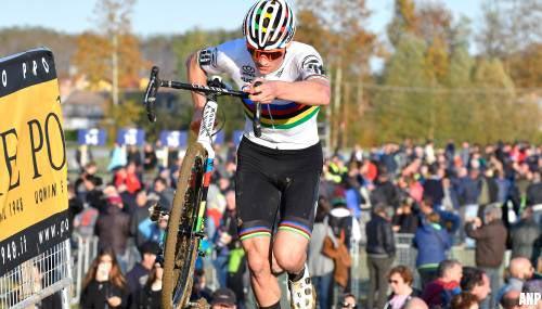 Mathieu van der Poel wint Azencross in Loenhout voor derde keer op een rij