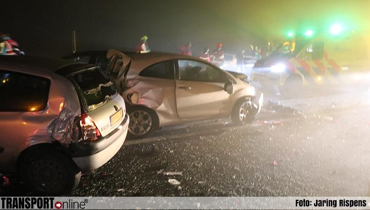 Tientallen auto's betrokken bij kettingbotsingen op A32 en A7: één dode [+foto's]