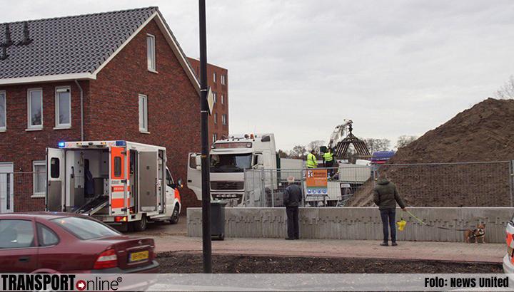 Chauffeur bekneld geraakt tijdens lossen betonplaten [+foto]