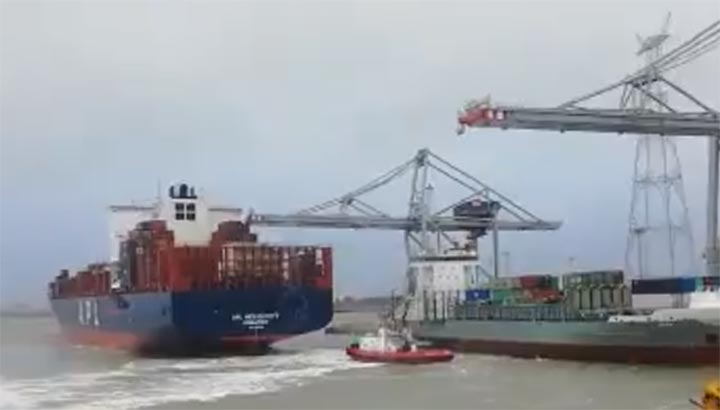 Containerschip 'APL Mexico City' ramt kraan in Antwerpse haven [+video]