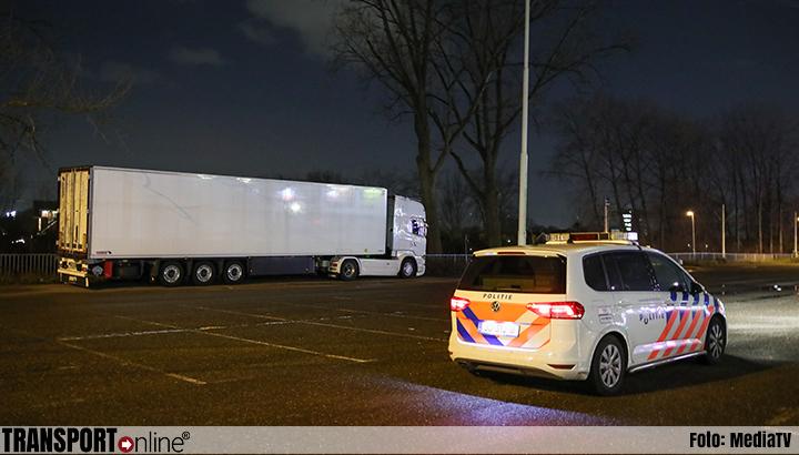 Politie vindt vier vreemdelingen in koelwagen in Rotterdam [+foto]