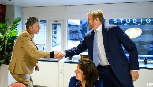 Koning bezoekt radiostudio's in Hilversum