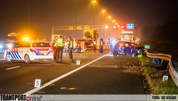 Vrouw (24) om het leven gekomen bij ernstig ongeval A2 [+foto]