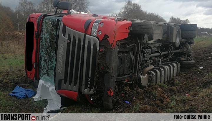 Nederlandse chauffeur en bijrijder gewond bij ongeluk op Duitse A31 [+foto]