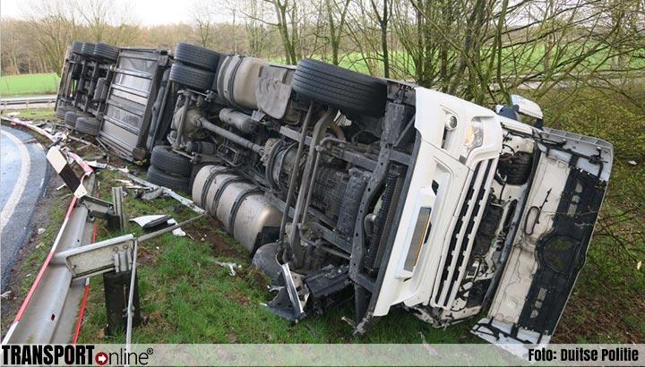 Nederlandse chauffeur lichtgewond na kantelen vrachtwagen in Duitsland [+foto]
