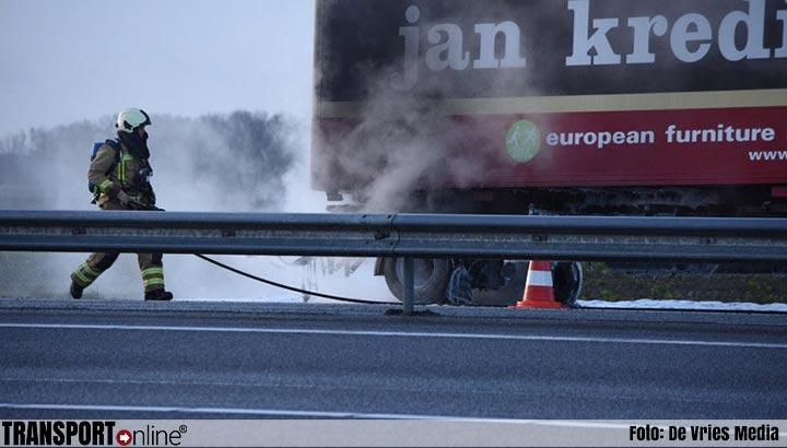 Vrachtwagen aanhanger in brand op A37 [+foto]