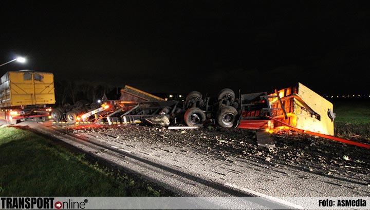 Vrachtwagen aanhanger gekanteld [+foto]