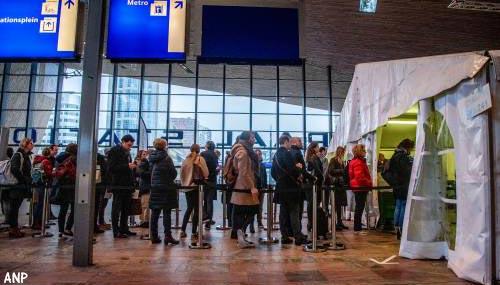 Rijen bij stembureaus stations