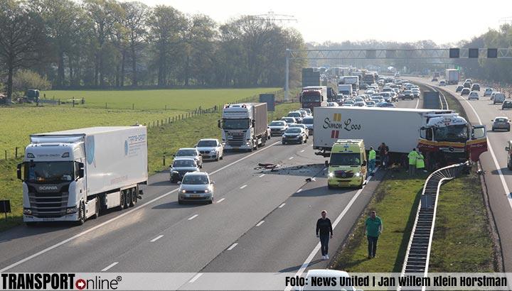 Aanrijding met twee vrachtwagens op A1 [+foto]