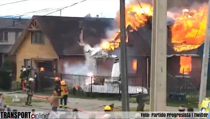 Vliegtuigje stort op huis, zes doden