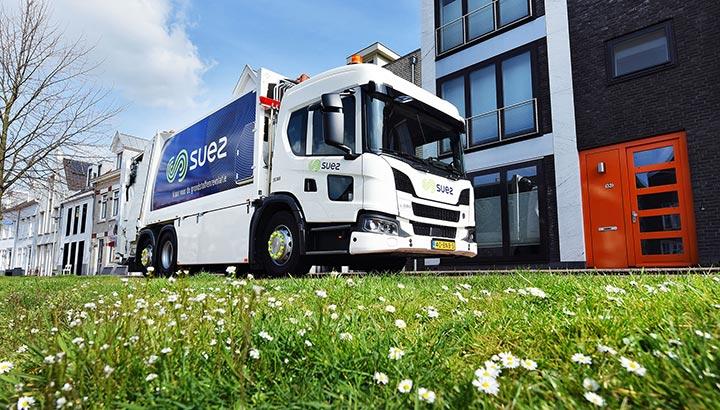 SUEZ investeert in dertien Scania LNG vuilniswagens