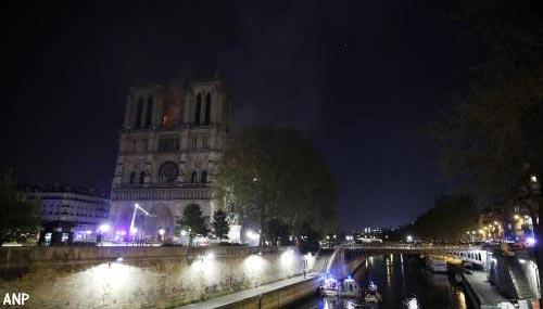 'Beide torens van de Notre-Dame zijn gered'