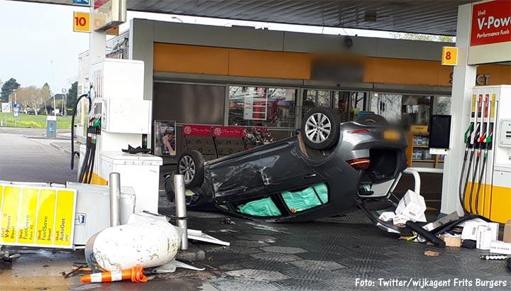 Ravage bij tankstation A15 na onwelwording automobiliste