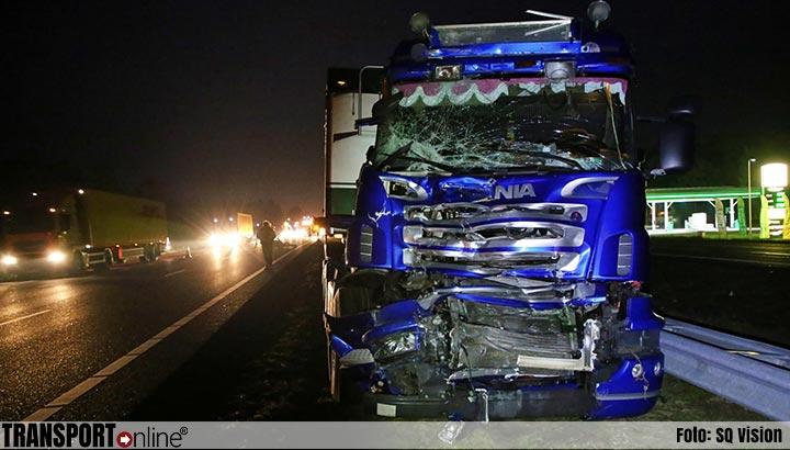 Aanrijding met twee vrachtwagens op de A67 [+foto]