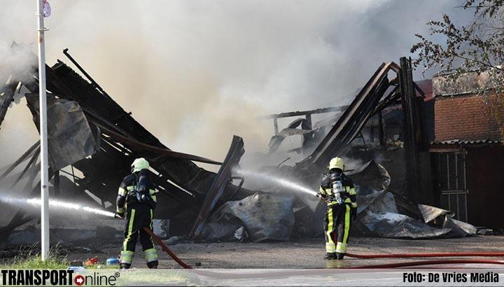 Grote brand in loods van Omrin in Sneek [+foto's]