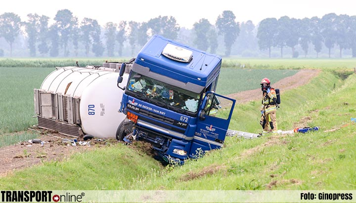 Vrachtwagenchauffeur overleden na ongeval met vrachtwagen op A6 [+foto]