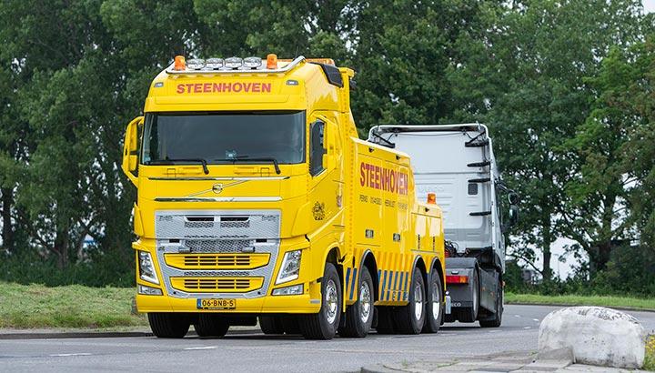 Volvo FH 500 8x4-bergingstruck voor bergingsbedrijf Steenhoven
