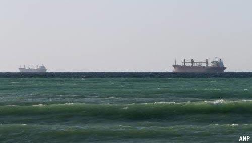 Nederlands schip schiet te hulp bij redding bemanning brandende tanker in Golf van Oman