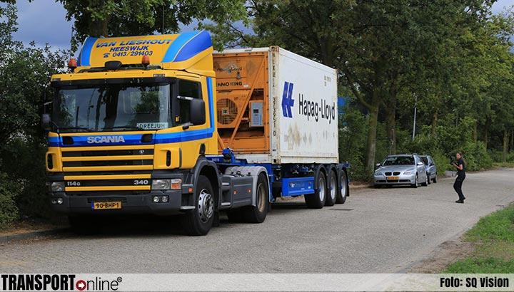 Politie onderzoekt mogelijk gestolen vrachtwagen [+foto's]