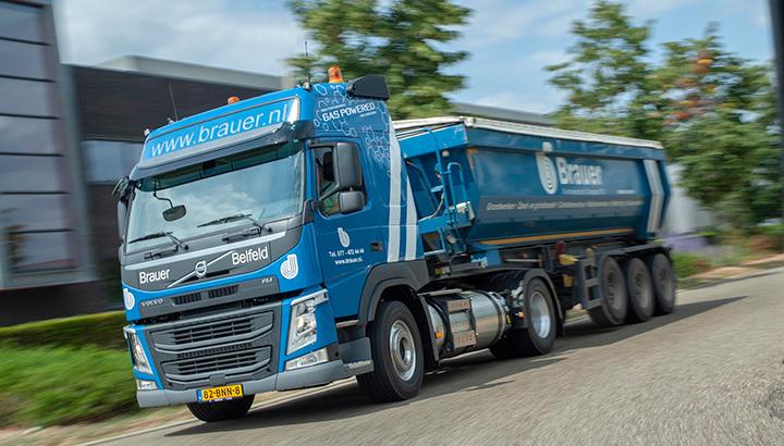 Drie Volvo FM LNG-trekkers voor Brauer Grondverzet en Transport