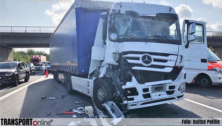 Chauffeur lichtgewond nadat hij op file rijdt op Duitse A2 [+foto]