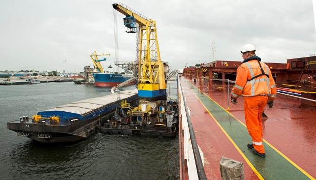 Overslag Amsterdamse zeehaven stijgt eerste halfjaar met ruim twaalf procent