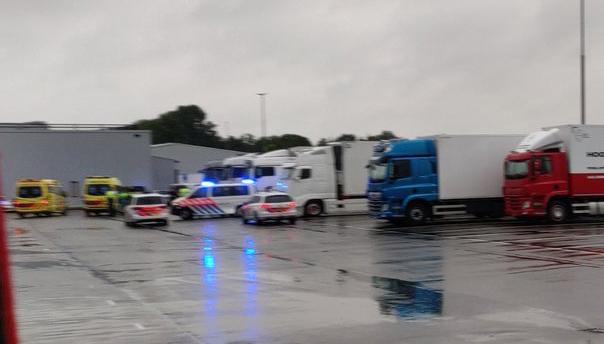 Vrachtwagenchauffeur overleden in vrachtwagen op veilingterrein Aalsmeer