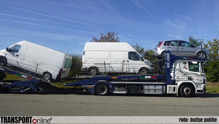 Politie haalt autotransporter met illegaal afval gevulde bestelwagens van de weg [+foto]