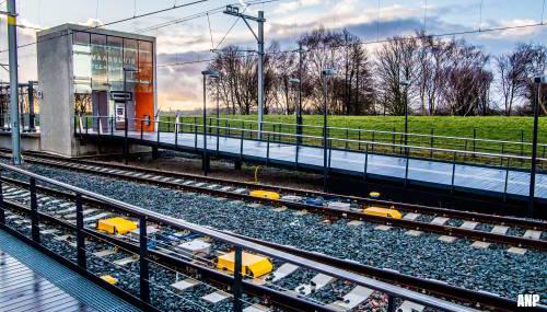 Eerste passagiers mogen over de Hoekse Lijn