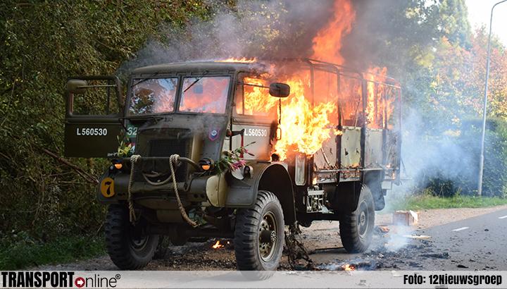 Historische militaire vrachtwagen uitgebrand in Groesbeek [+foto]