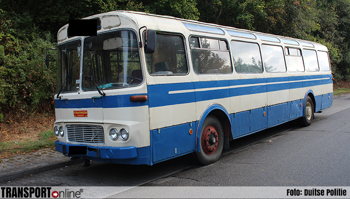 Waarom een vrachtwagen huren als het ook in een oldtimer bus past? [+foto's]