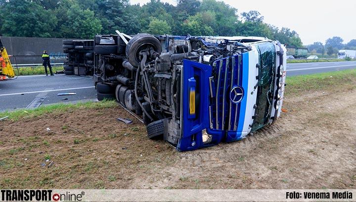 Vrachtwagen gekanteld op A50 [+foto's]