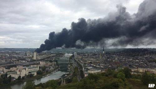 Megabrand in chemische fabriek Rouen onder controle [+video's]