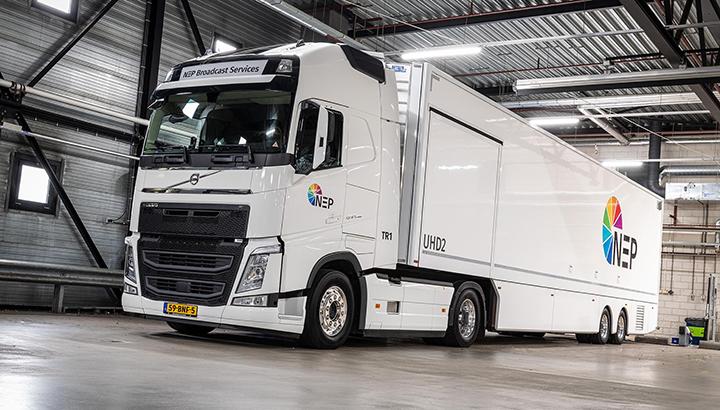 Twee Volvo FH 4x2-trekkers voor NEP The Netherlands