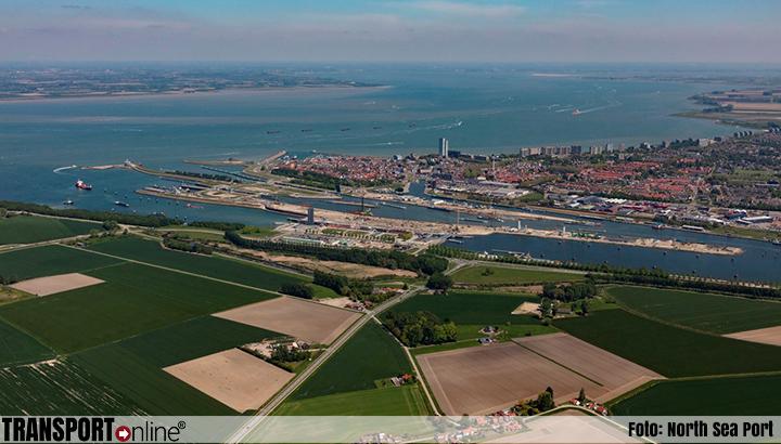 Schepen voor North Sea Port kunnen sluispassages in Terneuzen voortaan maanden vooraf inplannen