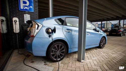 'Grote zorgen over ondergronds laden van elektrische auto's'