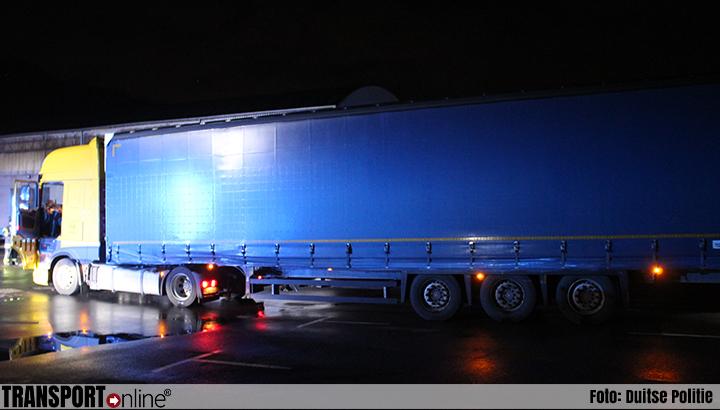 Vrachtwagenchauffeur rijdt voetganger dood, politie tast in het duister over toedracht [+foto]