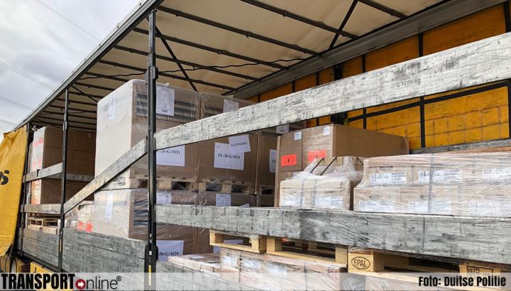 Nederlandse vrachtwagen verboden verder te rijden vanwege ontbreken ladingzekering [+foto]