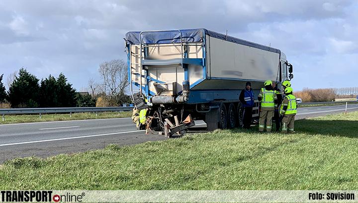 Automobilist komt om het leven op A58 na aanrijding met vrachtwagen [+foto]