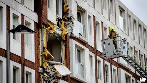 Heimachine valt op woonblok en auto in Rotterdam [+video]