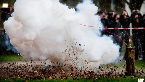 Vuurwerk knalt op Malieveld tijdens protest