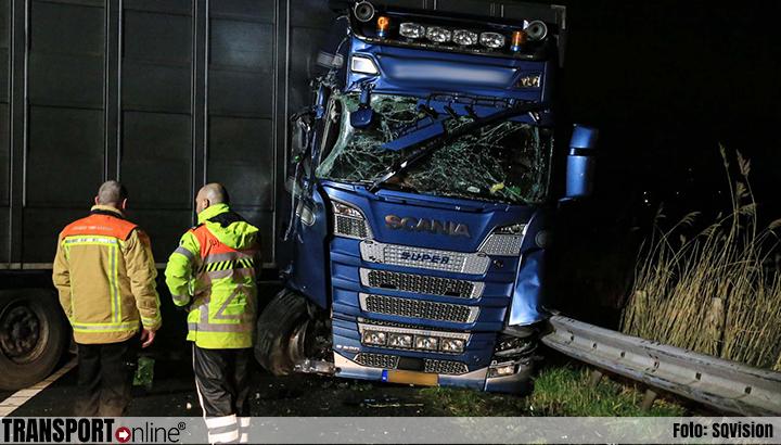 Vrachtwagen rijdt op mobiele wegafzetting, chauffeur heeft engeltje op schouder [+foto]