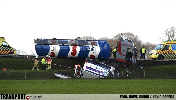 Dode bij ernstig ongeval tussen bestelbus en vrachtwagen op N36 [+foto's]