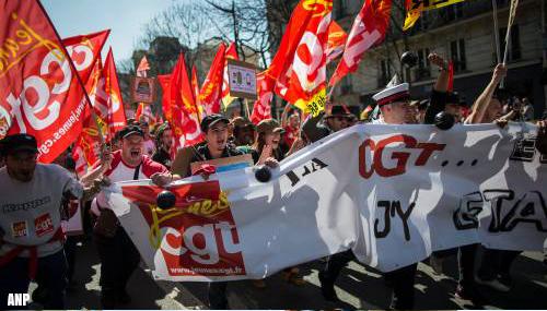 Franse vakbonden willen dinsdag massaal protest tegen pensioenplan